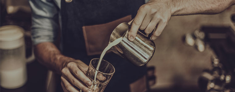 Zubereitung von Milchkaffee