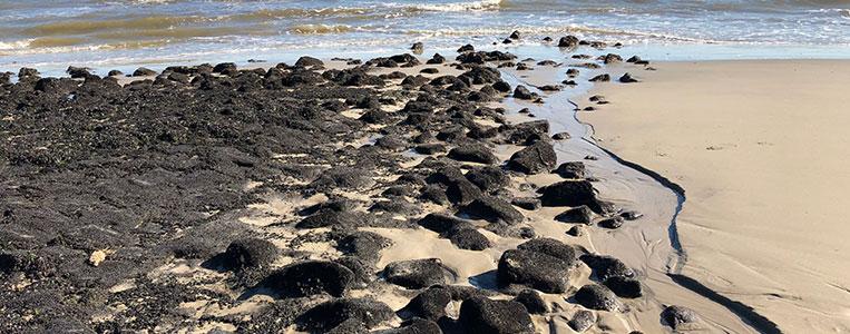 Sandstrand und Steine